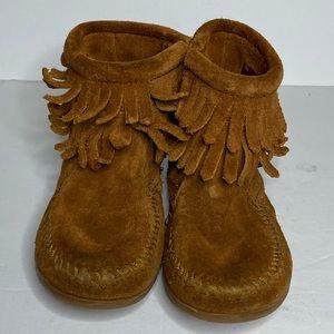 Little girls Minnetonka fringe leather moccasins